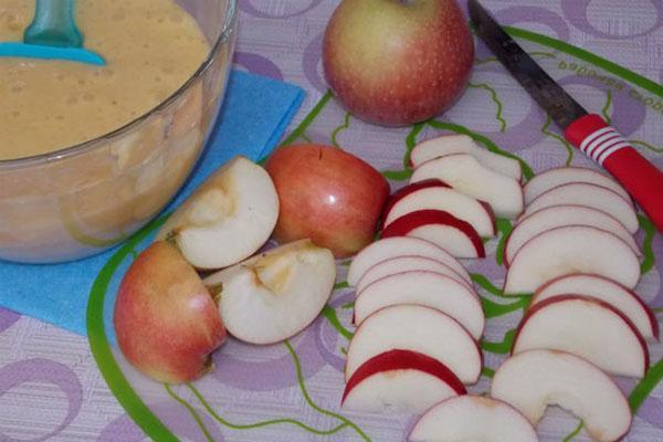подготовка яблок для шарлотки