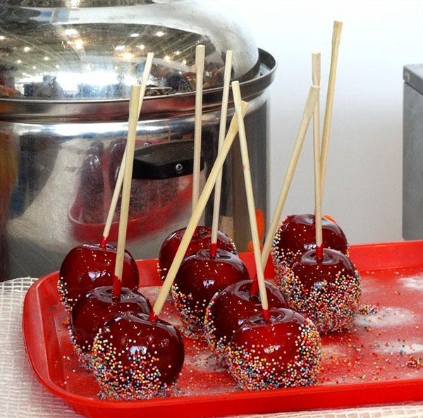 красивые и вкусные яблоки в карамели