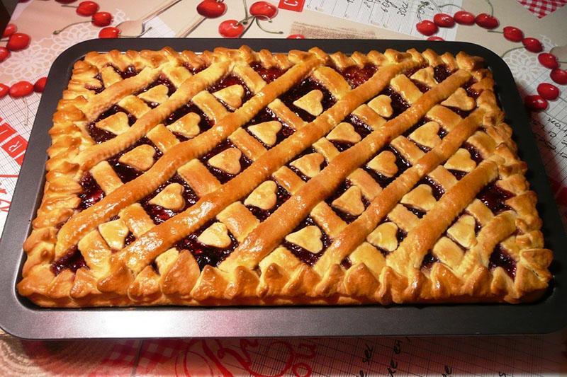 простой постный пирог с вареньем