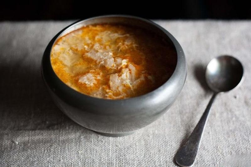 крестьянский хлебный суп и черствый хлеб