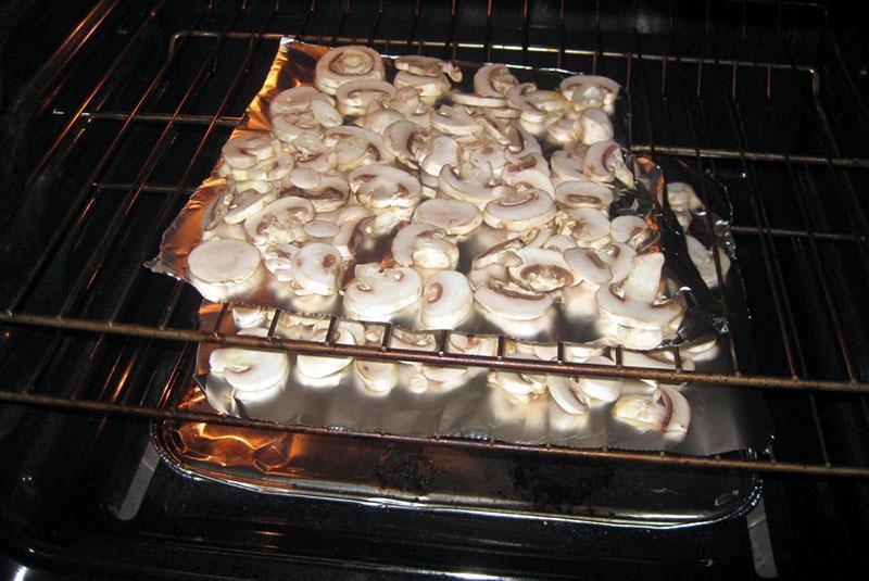 сушим грибы в духовке
