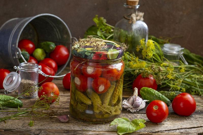 мелкие овощи в маринаде