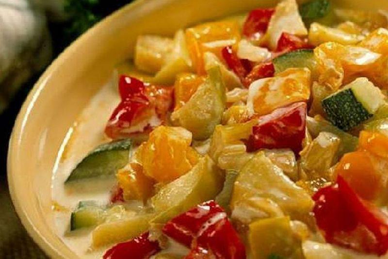 тушеные огурцы с овощами