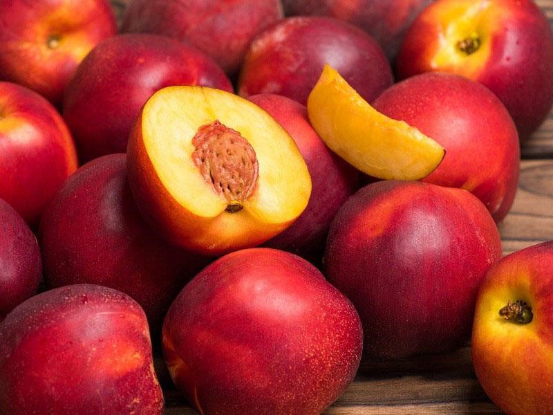 сладкие сочные плоды нектарина