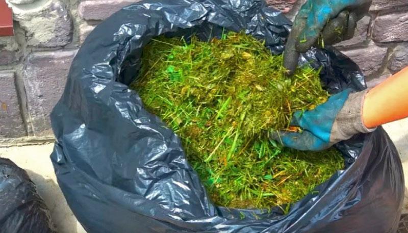 закладка компоста в прочные мешки
