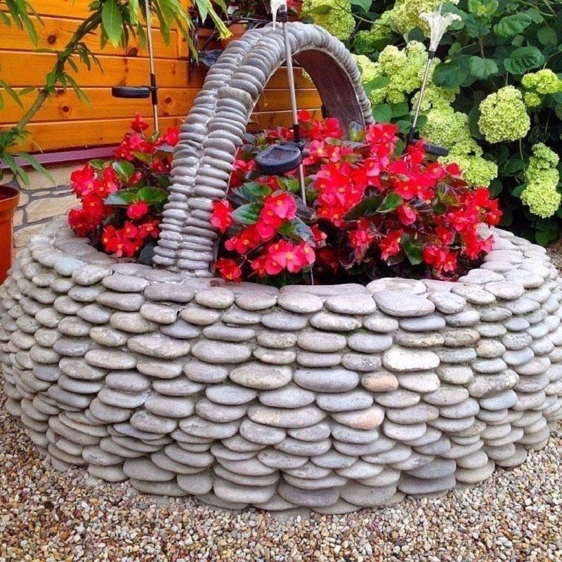 клумба-корзинка из камней