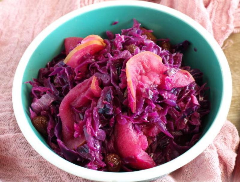салат с краснокочанки и яблок